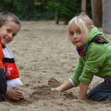 Je pískoviště vhodným místem pro hru dětí?