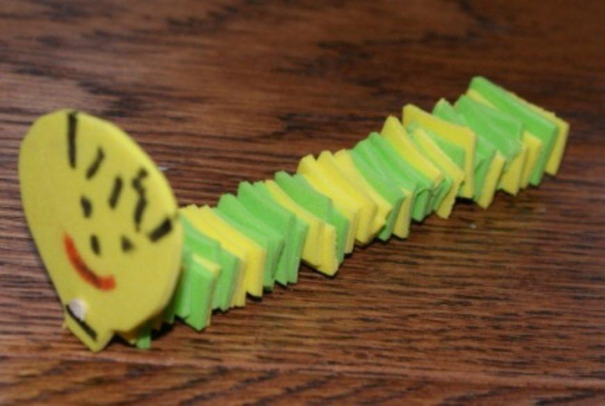 Housenka z pěnové gumy